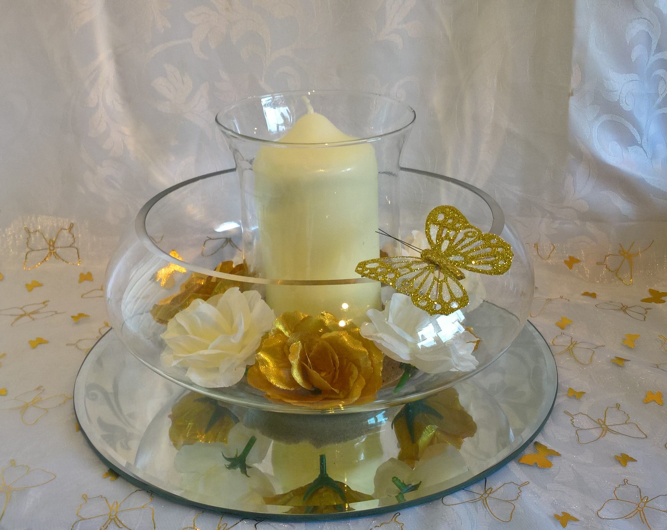 Floating candle dish with hurrcane vase, candle ivory and gold roses