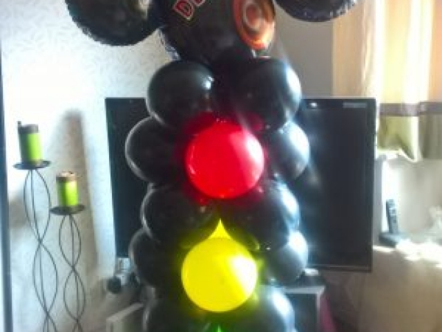 Monster truck balloon with traffic lights